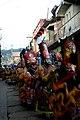 Danzantes en fila en la Fiesta de los Chalis en Comachuén.jpg