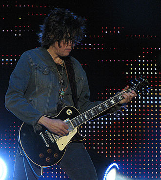 Stone Temple Pilots (2010 album) - Dean DeLeo playing a Gibson Les Paul guitar.