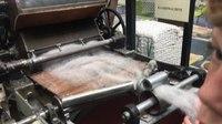File:Demonstratie van een kaardmachine in het weverijmuseum.webm
