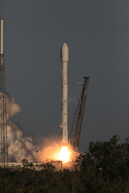Despegue Falcon 9 TESS 01.jpg