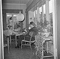 Dhr. en Mevr. Svendsen ontbijten met hun dochter, Bestanddeelnr 252-8738.jpg