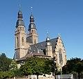 Die 90 Meter hohen Türme der Josephskirche sind 10 Meter niedriger als die Türme der benachbarten Gedächtniskirche. - panoramio.jpg