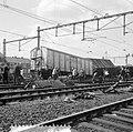 Doordat een diesel-personentrein uit Utrecht C.S. door een rood seinlicht reed, , Bestanddeelnr 916-7678.jpg