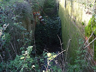 Drayton, Vale of White Horse - Ruined chamber of Drayton Lock on the abandoned Wilts & Berks Canal