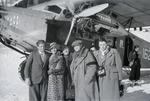 ETH-BIB-Gruppe vor Flugzeug bei St. Moritz-Inlandflüge-LBS MH05-75-02.tif