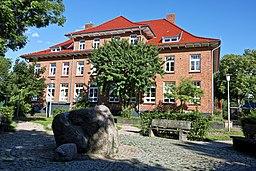 Ehemalige Schule in Henstedt (Henstedt Ulzburg) Hinteransicht Kulturdenkmal ID Nr. 38730