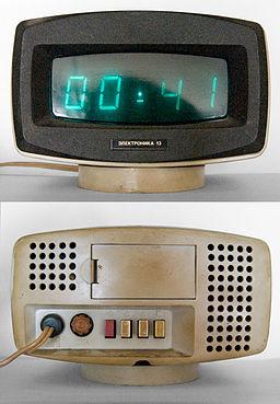 Электроника-13 (цифровые часы) спереди и обратно