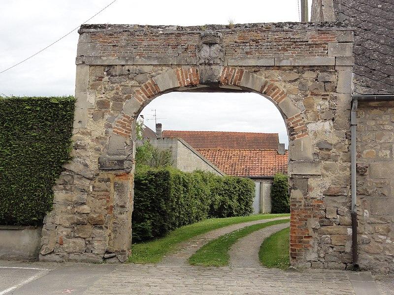 Eppes (Aisne) vieux portail (1700)