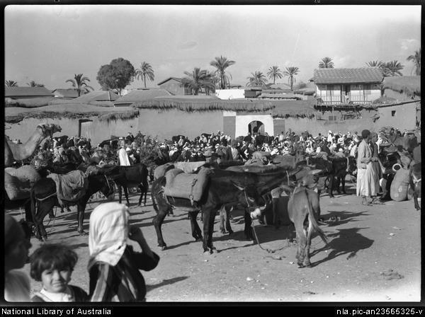 Esdud Fair (02) 1939 children in foreground