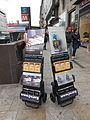 Espositori mobili che mostrano alcune tra le principali pubblicazioni dei testimoni di Geova - 03.JPG