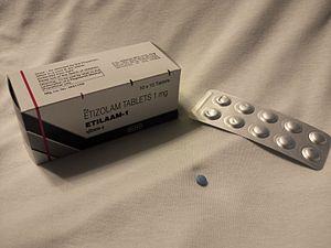 期 エチゾラム 半減