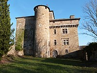 Façade avec tour ronde du château de Belpech.JPG