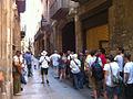 File d'attente et chanteur au museu Picasso de Barcelone.jpg