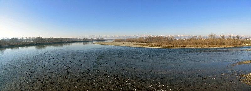 File:Fiume Po - Crescentino - panoramio.jpg