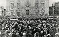 Folla in piazza Duomo a Milano.jpg