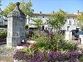 Fontaine sur la place Charles de Gaulle - panoramio.jpg