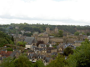 Les Chouans - Balzac stayed with a family friend in Fougères, which had seen Chouan activity in 1799.