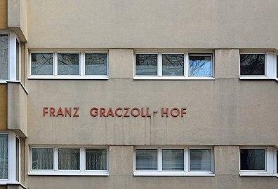 Franz-Graczoll-Hof 02.jpg