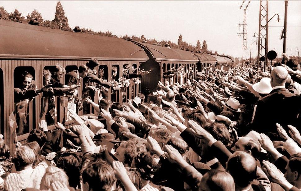 Frikorps danmarks afrejse til oestfronten hellerup station 1941 (1)