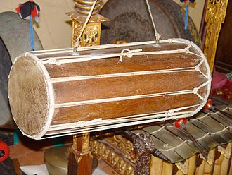 Kendang - Kendang of Bali, note the equal size of both sides. The drum in this picture is exceptional - usually Balinese kendangs are conical (actually hour-glass formed on the inside).