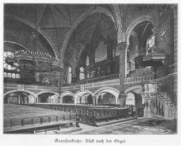 Datei:Garnisonkirche Dresden Innenansicht ehem. evang. Teil 4.png