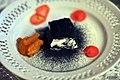 Gedeost med krydderurteaske og syltede abrikoser med havtorn (9048371575).jpg