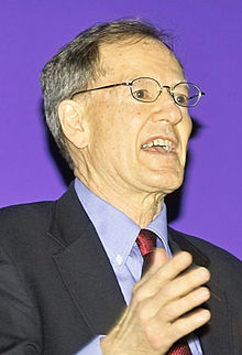 George Gilder handwaving at CHM Apr 2005.jpg