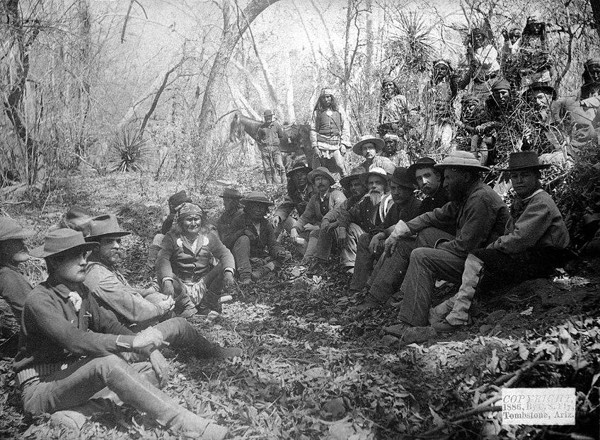 Geronimo surrenders March 1886