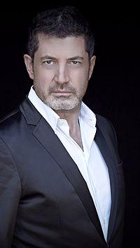 Giovanni bei seine letzte Photo shooting in Planeroad studios 2014-04-09 06-42.jpg