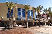 Vista del Jobing.com Arena, un pabellón polideportivo de Glendale.
