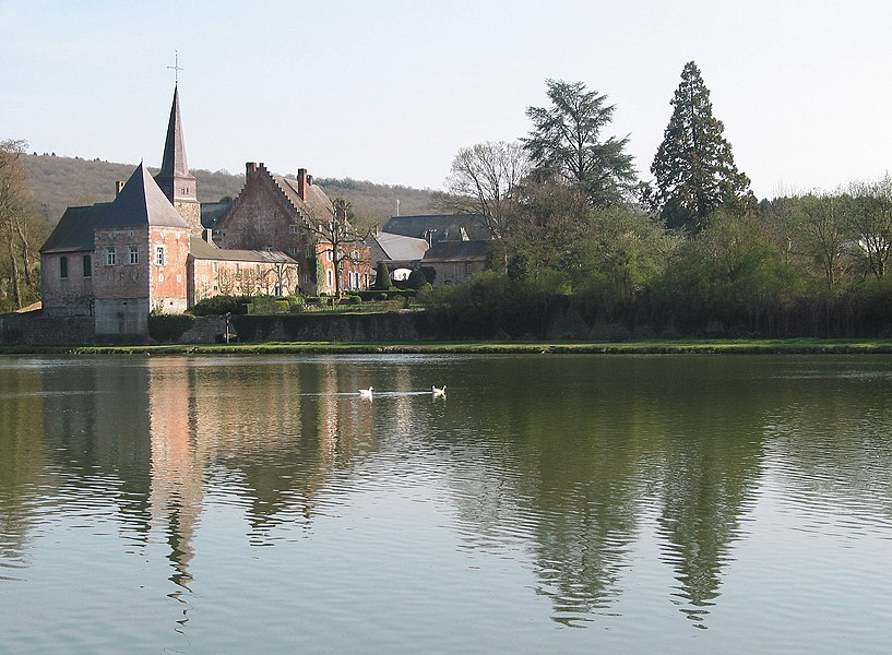 Godinne (Belgium), the St. Peter church (XVII/XVIIIth centuries) alongside the Meuse river.