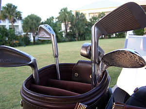 b28c40f80e518 Various golf clubs in a bag