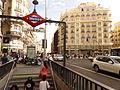 Gran Vía, Gran Vía, boca de metro 2, Madrid, España, 2015.JPG