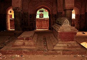 Tomb of Bahlul Lodi - Graves inside Bahlul Lodhi's tomb