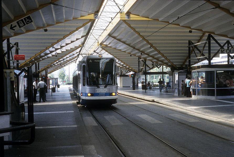 Grenoble TAG SL A (Alstom-TFS 2 2008) Grand' Place am 30. Juli 1992.