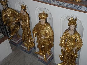 Eleanor of Scotland - Sigismund and Eleanor Statues in Stams