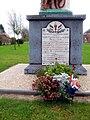 Gueudecourt monument-aux-morts (base) 1.jpg