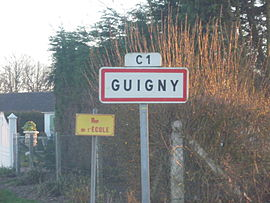 A road sign at the entry to Guigny