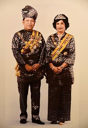Tunku Ampuan Najihah - HRH Tuanku Ja'afar ibni Almarhum Tuanku Abdul Rahman with his wife Tuanku Najihah binti Tunku Besar Burhanuddin. The Tuanku Ja'afar Royal Gallery, Seremban