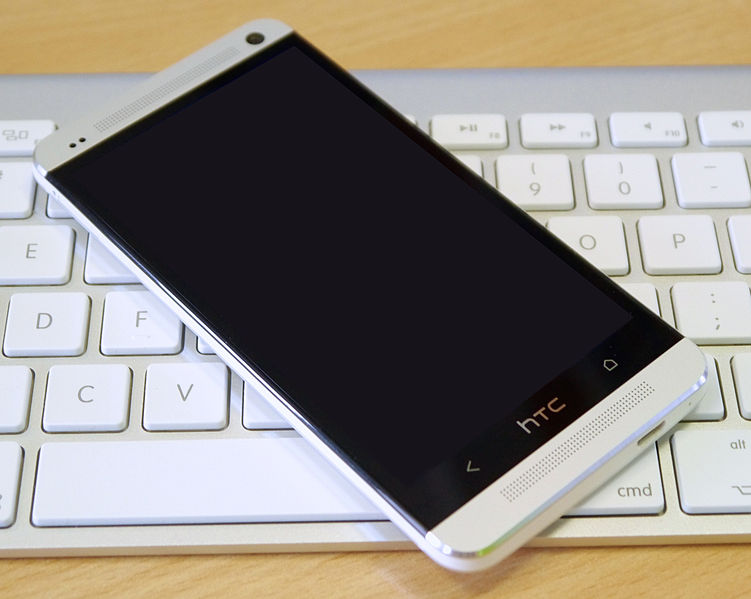 File:HTC One on Apple keyboard.jpg