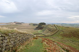 Hadrian's Wall west of Housesteads 2.jpg