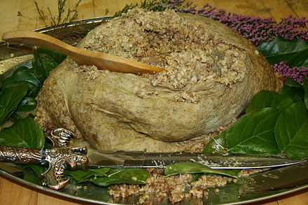 https://upload.wikimedia.org/wikipedia/commons/thumb/0/03/Haggis.JPG/440px-Haggis.JPG
