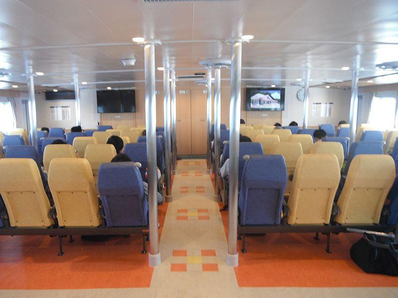 File:Hahajima maru 3rd the seat in the cabin 20160915.jpg