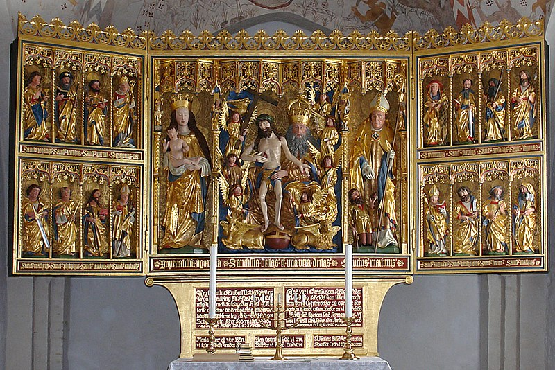 File:HaldKirke-Altar-01.jpg