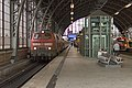 Hamburg Dammtor DB 218 381-218 319 IC 2375 Westerland(Sylt) naar Karlsruhe (23936037182).jpg