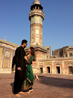 Eternity (2010 Thai film) - Image: Happy couple by the Wazir Khan Mosque (Lahore, 2017)