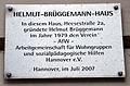 Heesestraße 2a, Hannover, Linden-Mitte, im Helmut-Brüggemann-Haus gründete Helmut Brüggemann 1979 den AfW, Arbeitsgemeinschaft für Wohngruppen und sozialpädagogische Hilfen Hannover e.V., Hinweistafel vom Juli 2007.jpg