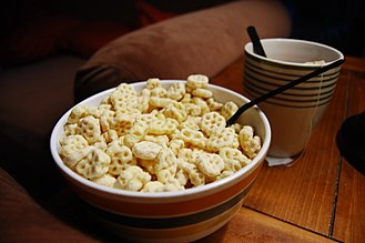 Honeycomb (cereal) - Bowl of Honeycomb cereal