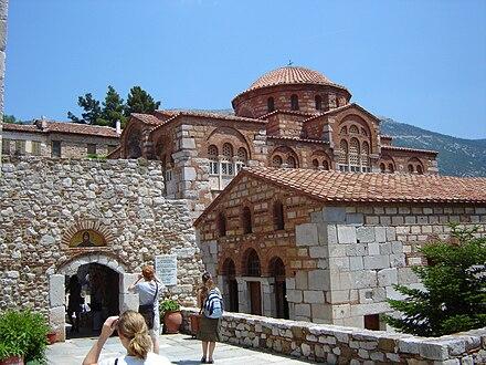 Il Monastero di Ossios Loukas in Grecia (XI secolo) è rappresentativo dell'arte bizantina durante il governo dei Macedoni.