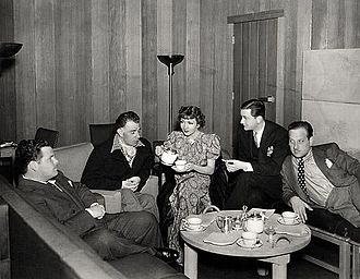 Claude Binyon - On set of I Met Him in Paris (1937), L-R: Claude Binyon (screenwriter), Wesley Ruggles (director), Claudette Colbert, Robert Young, and Melvyn Douglas